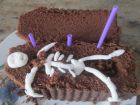 recetas, paso 5, tumba con esqueleto para halloween
