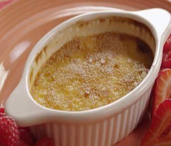 preparación de receta Créme Brulée (Crema Quemada)