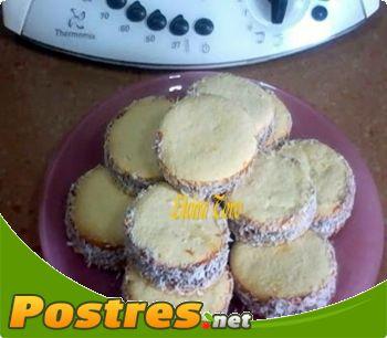 preparación de Postre de Alfajores con dulce de leche