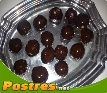 preparación de Postre de Bolitas de coco y chocolate negro