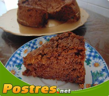 http://www.postres.net/pics//  bizcocho de chocolate valor y chocolate blanco