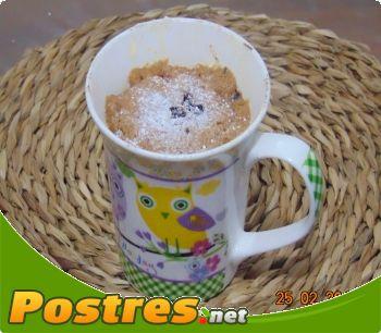 preparación de Postre de Bizcocho en una taza