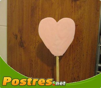 preparación de Postre de Piruletas para San Valentín