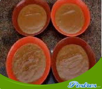 preparación de Postre de Crema de caramelo con licor de almendras