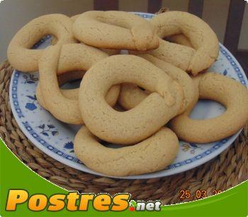 preparación de Postre de Roscos de Semana Santa con flan