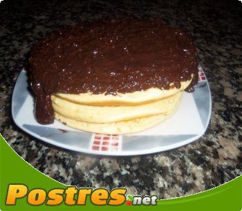 preparación de Postre de Tortitas con  chocolate y almendras