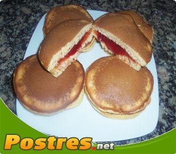 preparación de Postre de Dorayakis de mermelada de fresa