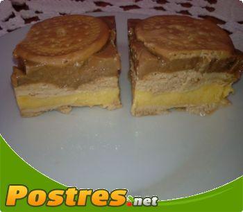 preparación de Postre de Tarta de galletas y flan helada