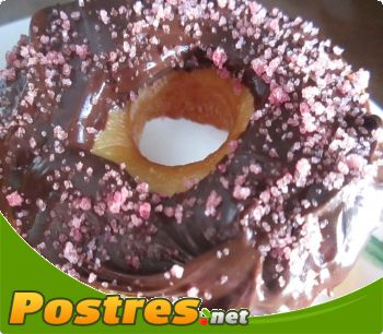 preparación de Postre de Donuts de chocolate con purpurina rosa