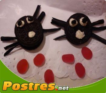 preparación de Postre de Araña de oreo para halloween
