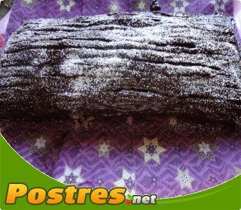 preparación de Postre de Tronco de Navidad de turrón y chocolate