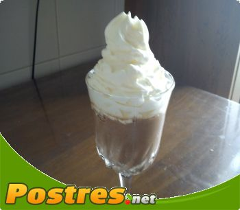 preparación de Postre de Mousse  de  chocolate