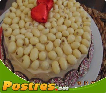 preparación de Postre de Tarta de conguitos y nocilla blanca