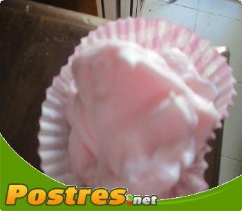 preparación de Postre de Merengues italiano rosa