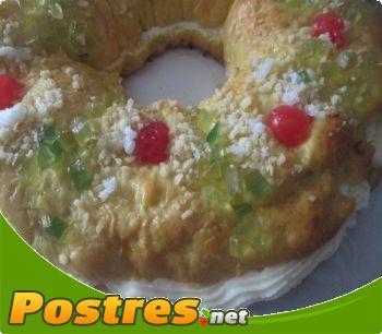 preparación de Postre de Roscón de Reyes relleno de buttercream