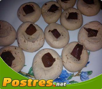preparación de Postre de Galletitas de chocolate con tropezón de chocolate