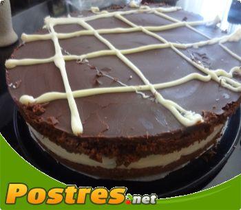 preparación de Postre de Tarta de chocolate y lacasitos