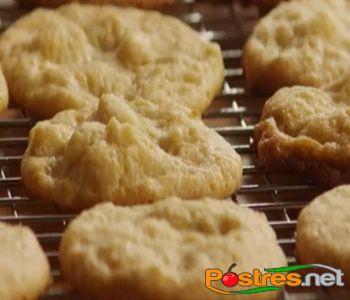 preparación de Postre de Galletas de Chocolate Blanco y Nueces de Macadamia