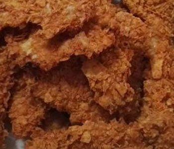 preparación de Receta de Pechuga de Pollo rebozada en Doritos