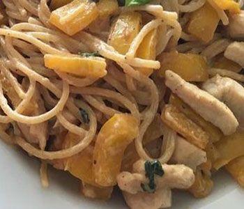 preparación de Espaguetis con Pollo y Pimiento light