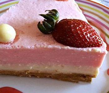 preparación de Postre de Tarta de Fresa y Chocolate Blanco