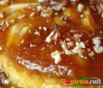 preparación de Postre de Flan de Manzana y Nueces