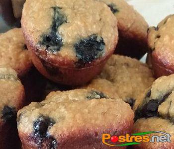preparación de Postre de Muffins de Plátano y Arándanos Sin Gluten