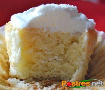 preparación de Postre de Cupcake 3 Leches